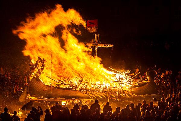 funerales vikingos con barcos