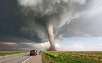 perseguir tornados