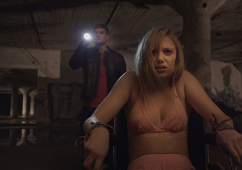 it follows critica