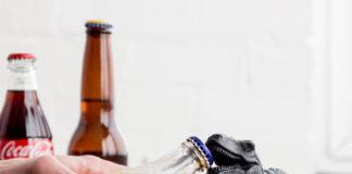 abrir una botella de forma rápida