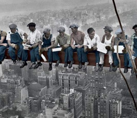 obreros en la viga